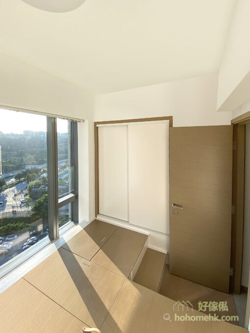 睡房地台床連衣櫃設計