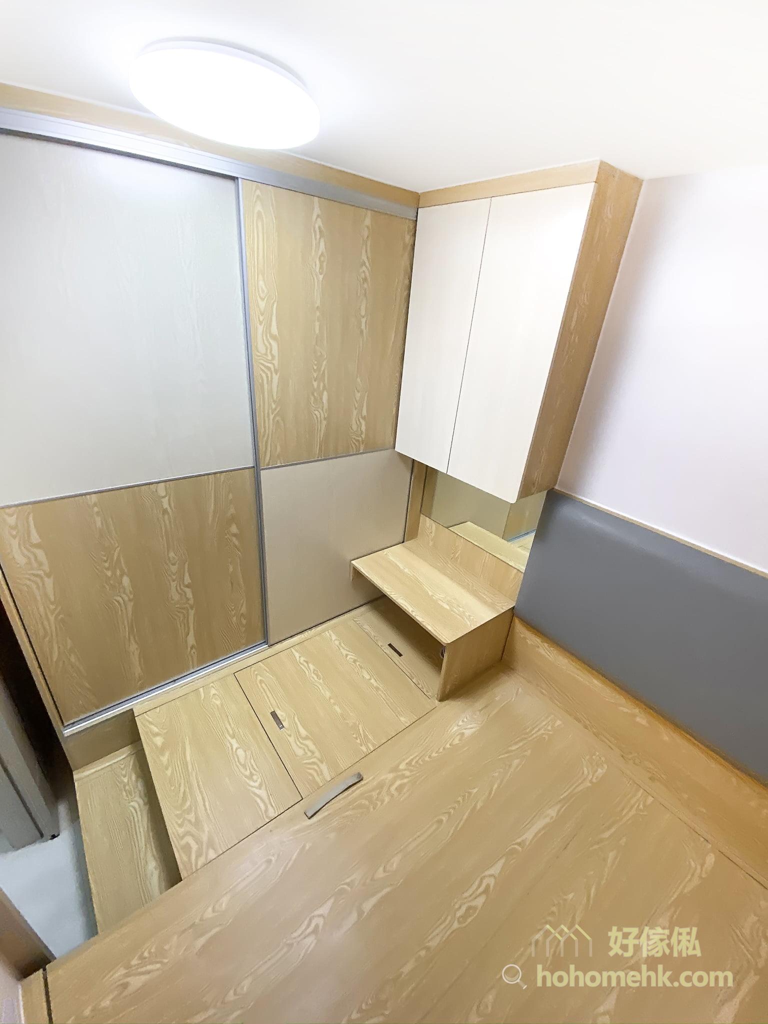 睡房地台床連梳妝枱及衣櫃, 梳妝枱可兼任床頭櫃功能