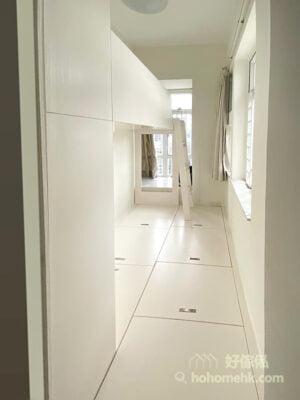 睡房的上下格床, 碌架床連儲物地台及衣櫃, 狹長型佈局配全房地台