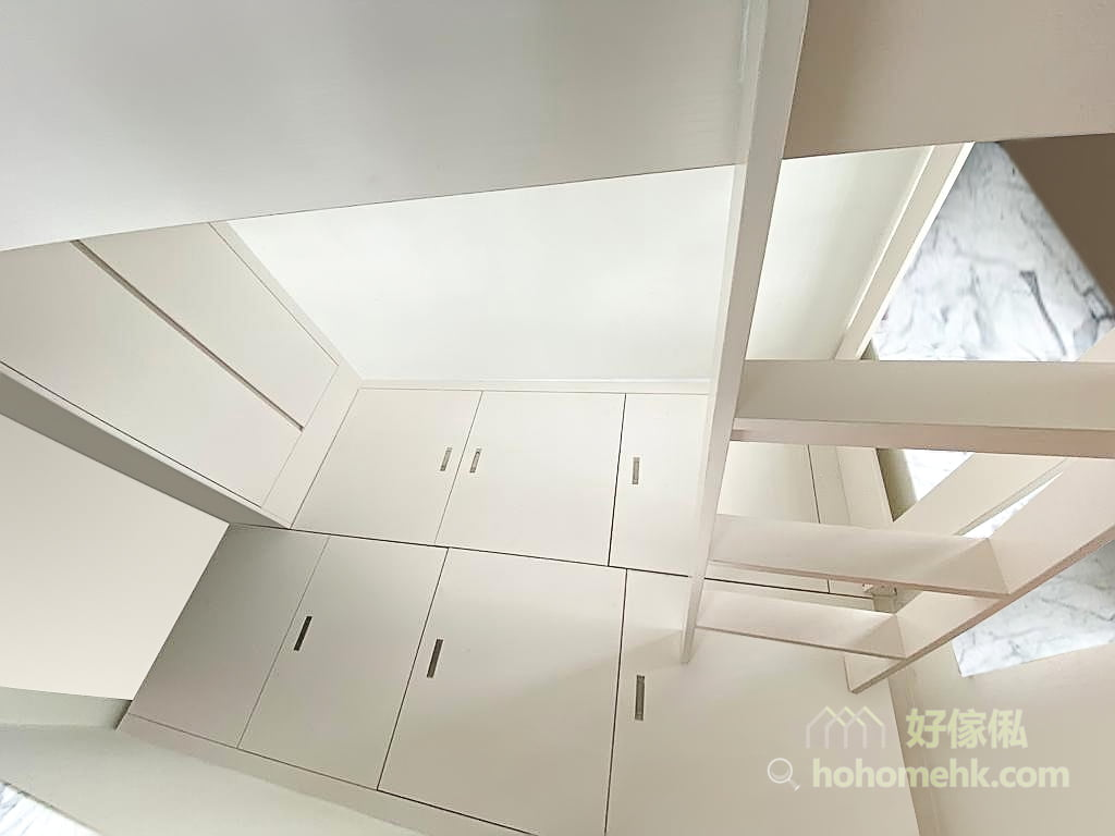 睡房的上下格床, 碌架床連儲物地台及衣櫃, 活動式爬梯不浪費地台空間
