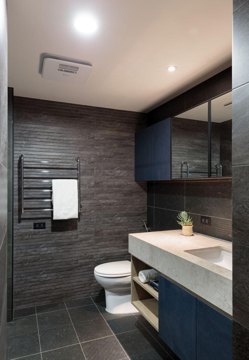 藍與黑浴室櫃,展現理性與陽剛美