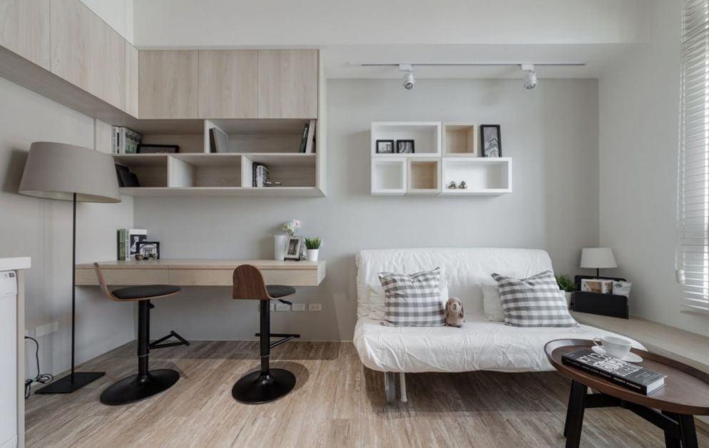 部份傳統沙發床因為要兼顧沙發與睡床的功能,所以會捨棄扶手的設計,或採用較細較矮的扶手,但這樣會影響使用沙發的舒適性
