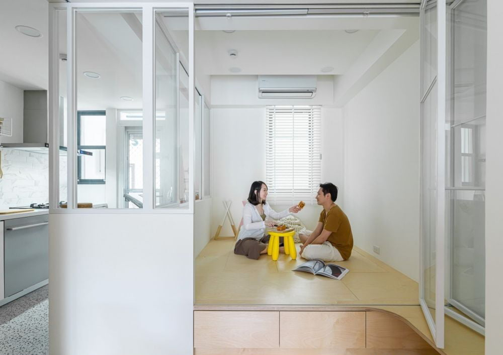 萬用房配上一張小茶几或加裝電動升降枱,就能馬上變成可以和親朋好友聯誼的茶室