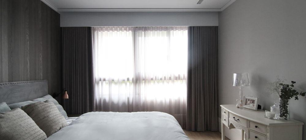 雙層窗簾兼具美觀與實用性,讓睡房不受光線、嘈音和溫度的影響,從而提升用家的睡眠質素。