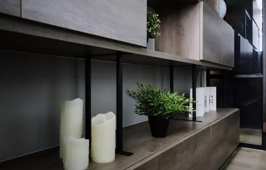 在玄關櫃放置小植物,為家居增添清新感