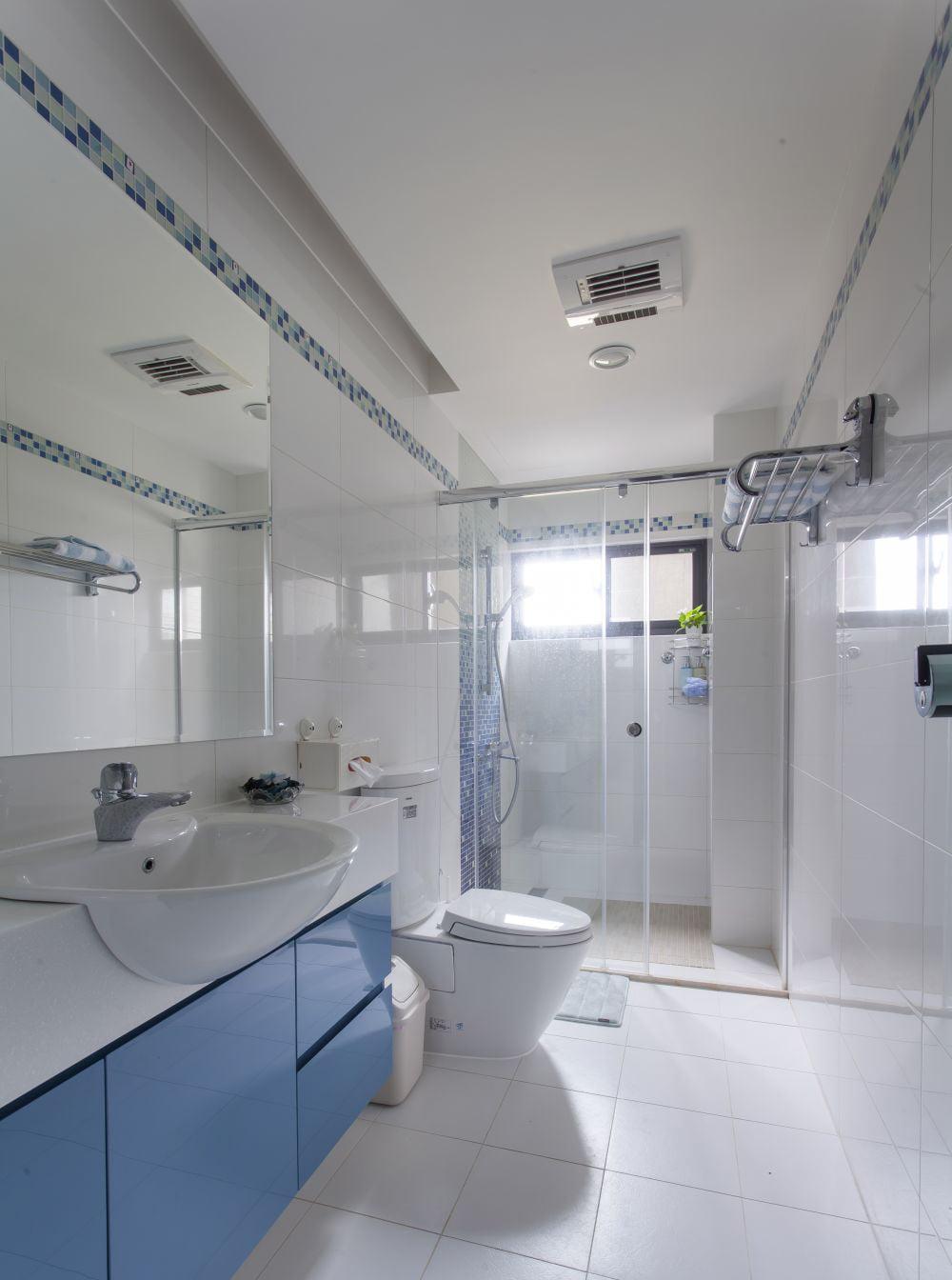 清新藍調的浴室櫃,令人元氣滿滿