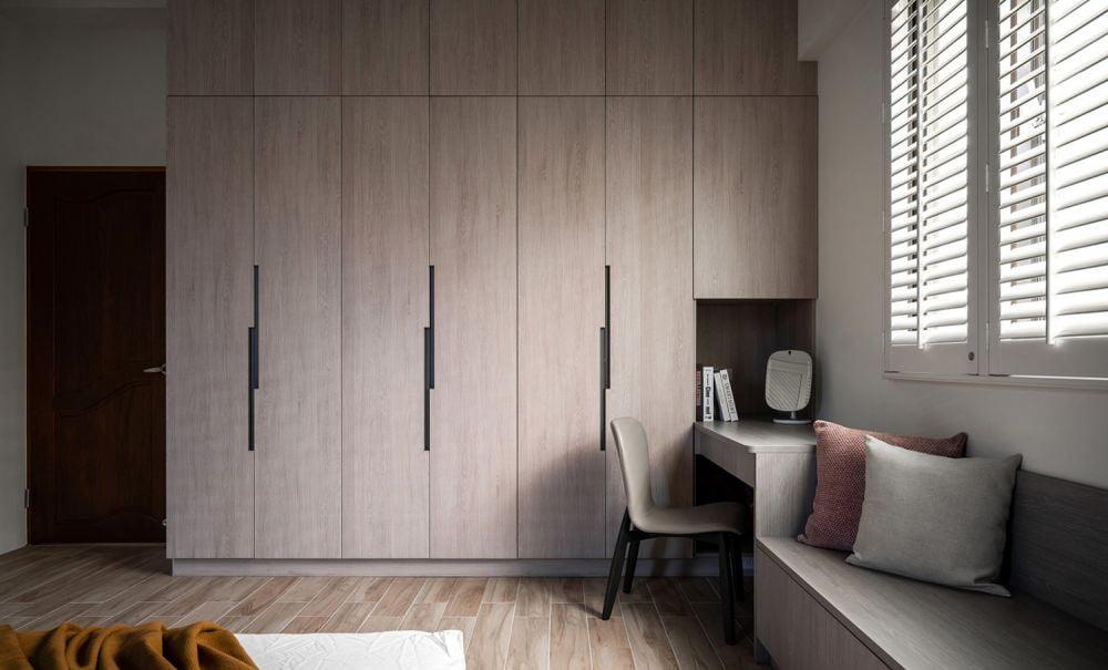 睡房裡的系統式衣櫃,出門前可以裝扮得漂漂亮亮