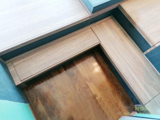 雙層地台設計多了一級矮地台做樓梯,大大減低跨步的高度,使用感受大幅提升