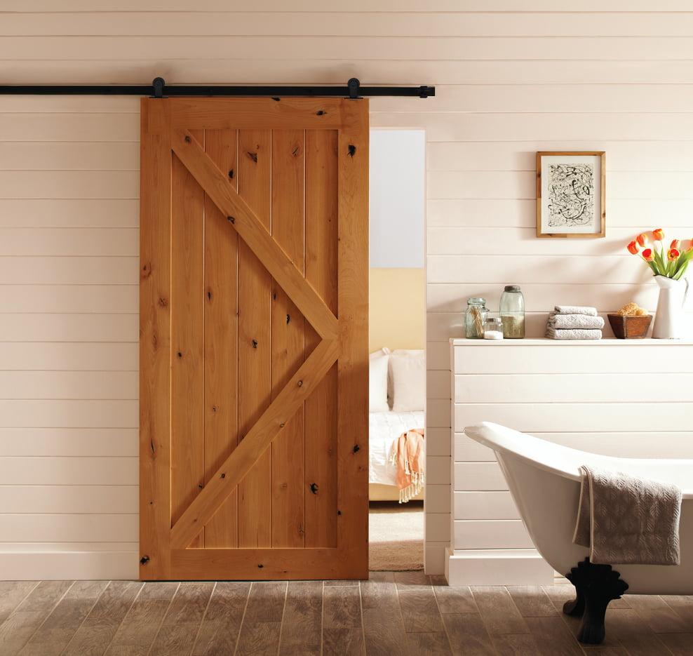 吊趟門有很多不同款式選擇,不論你的家是現代簡約風,抑或北歐輕奢風都可以配合到,一些獨特造型的門框或像穀倉門的設計,更可以提升空內空間的氣質