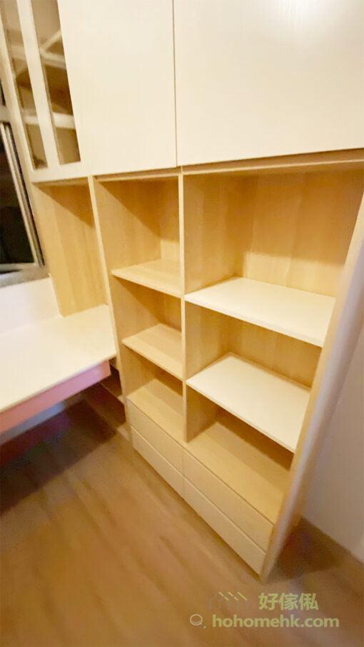 封閉式的抽屜不但可以避免物品積塵,抽屜拉出來後要拿任何物品都非常方便,解決了低層空間難以拿取最深處東西的問題