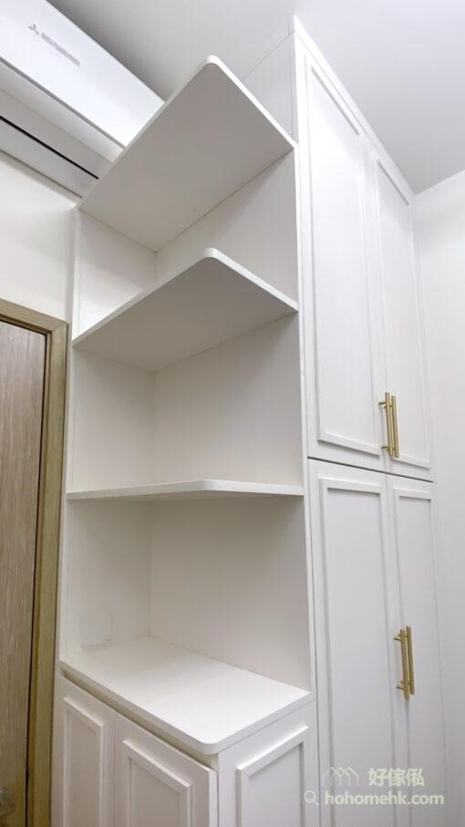 極簡主義風格睡房設計, 層架讓你可以像精品店般把少量的香水、擺設或手袋陳列出來,讓房間看起來簡潔俐落,但又有生活的氣息