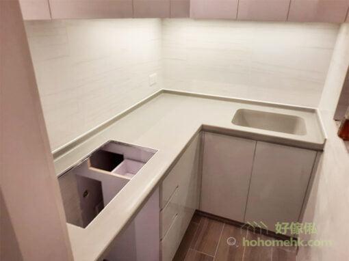 無縫石的優點是看不見接駁邊,加上可造一體成形的洗手盤,完全沒有接駁口,令整個檯面展現出最優雅的線條