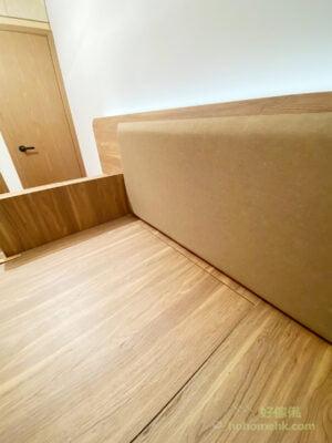 床頭軟包也是同系列的咖啡色,風格統一,令空間看上去更整潔有序