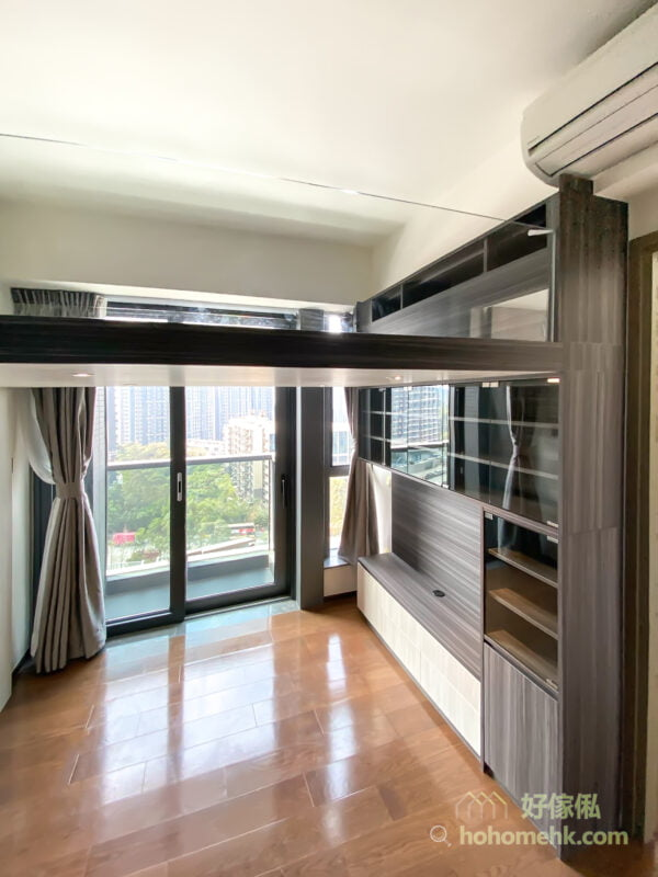 藉由閣樓將垂直空間好好利用,生活上會更加便利,而且將空間劃分有助保持家居的整潔度與實用性