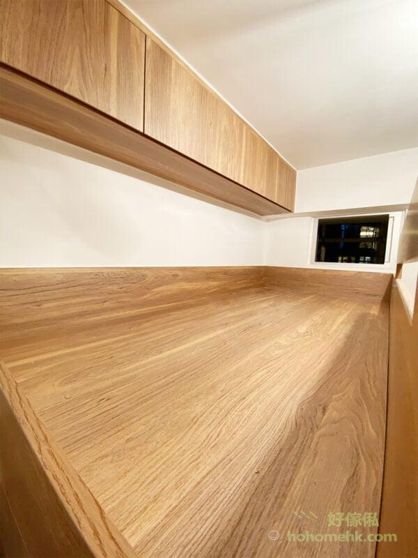 上格床的床側櫃與下格床的床頭櫃令上下格床都有獨立的儲物空間