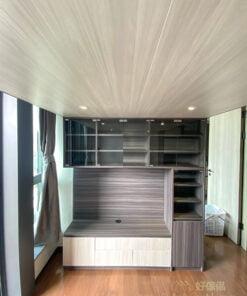 整個閣樓與儲物櫃用了深淺不同的暖木色,為小空間打造出層次感與設計感