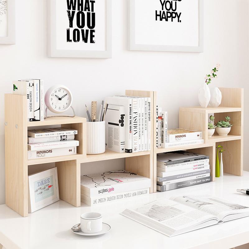將常用的筆記本、筆筒、筆盒和時鐘等東西收進去書枱上的小層架,讓書桌枱面可以保持整潔