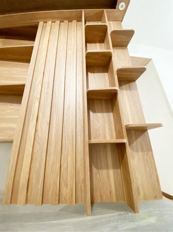 展示層架的層板都運用了圓角設計,使用時更加安全,也為電視櫃增添了獨特的造型,減少櫃身的尖角可以令觀感更柔和,成就細緻的生活態度