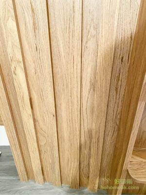 溫潤的木條子飾面,凹凸條紋為簡樸的電視櫃營造出豐富的層次感,又不會令牆面變得太過繁複