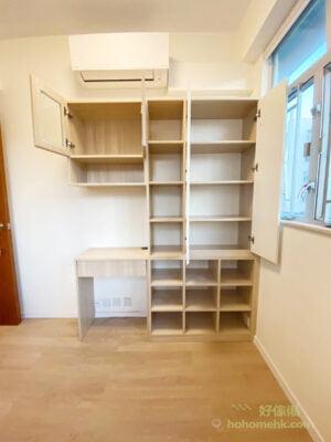 一個書櫃不必全部書架都擁有相同高度,配搭不同層高讓不同高度的書本都有了最適合的儲存空間,也讓書櫃看起來多了層次感