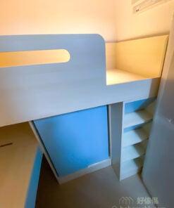 一個人的碌架床,下層是衣櫃和書枱,對層高的要求比下層是床的設計低,所以可以預留更多的空間給上格床,睡覺時不會覺得壓迫,同時又可以善用下層空間做收納