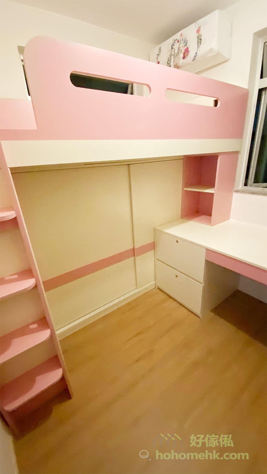 在書枱下靠側邊訂製一組有鎖的抽屜櫃,較深的抽屜可以放文件或其他重要的飾品