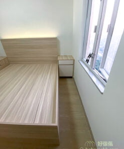 對稱式床頭櫃是最經典的床頭櫃擺法,左右兩側都會放上相同款式和大小的床頭櫃,視覺上很公整,而且確保床的兩邊都可以上落,尤其適合用於雙人床