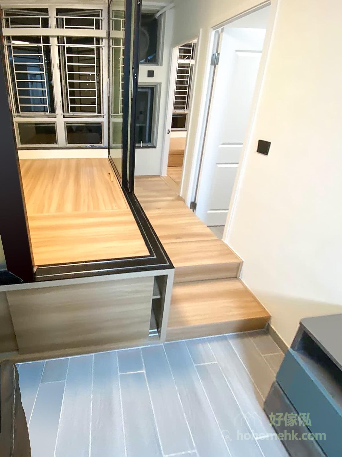 地台可用於空間劃分,暗示不同空間的不同用途和功能,但又不會像半身櫃或者牆體那麼硬生生地把空間割開