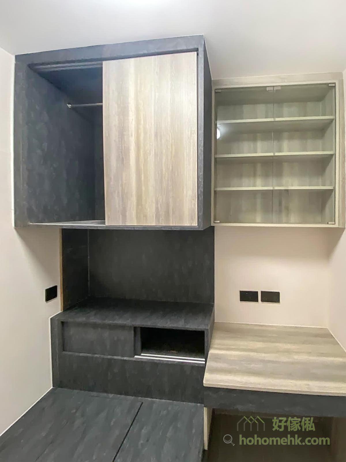 利用地台床大面積的炭黑石紋配小範圍的冷色木紋,以及書枱和書櫃大面積冷色木紋配小範圍的炭黑石紋,做到豐富的層次感,互相襯托又不會互搶風頭的空間個性