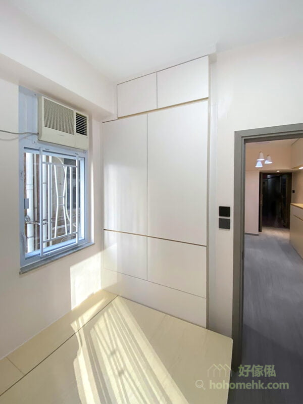 象牙白的簡約風格睡房- 油壓床連入牆衣櫃