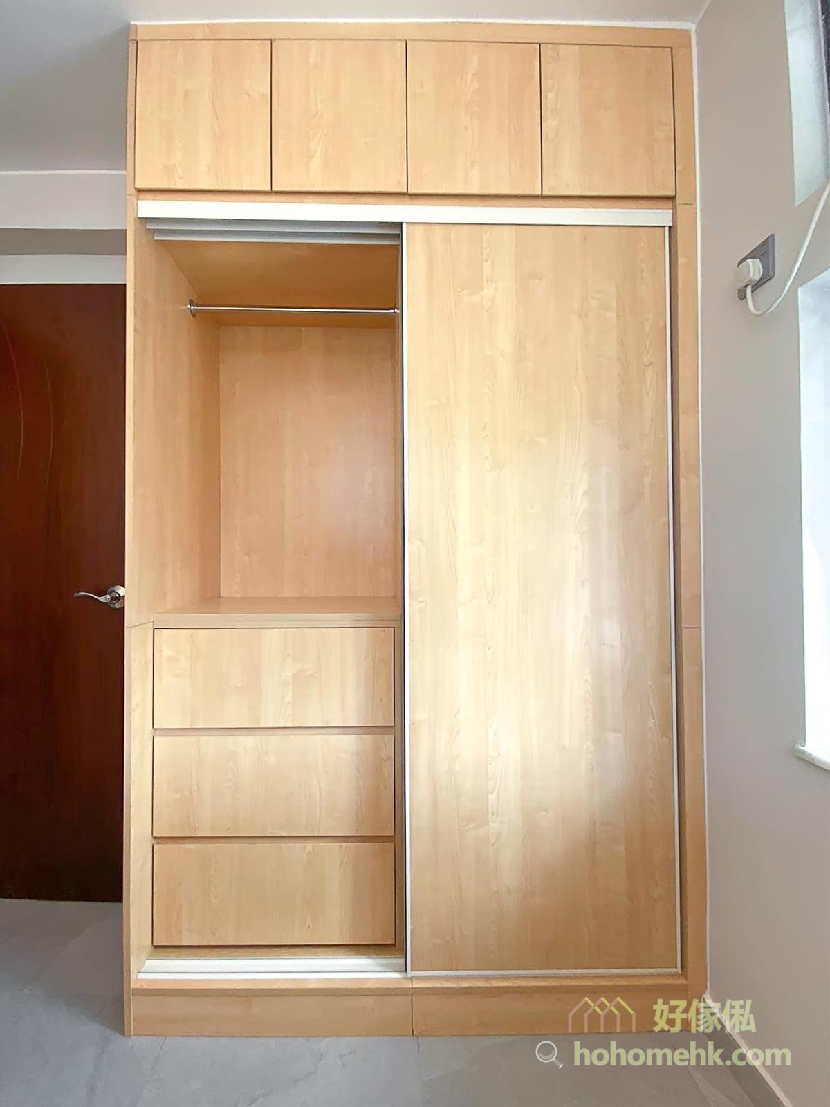 單色衣櫃設計,可令整體的視覺效果更俐落簡潔,特別適合喜歡樸素和不愛太多色彩的人