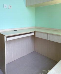 為小空間挑選大型傢俬時可挑選纖細的腳的款式,或者懸空式的設計,會減輕家具的量體感,也可以降低空間的壓迫感,整體會更加輕盈、舒適。