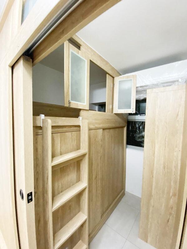 間房牆與碌架床都有活動透氣窗,可以配合不同場景打開或關上活動透氣窗,達至通風透氣與私隱之間的平衡