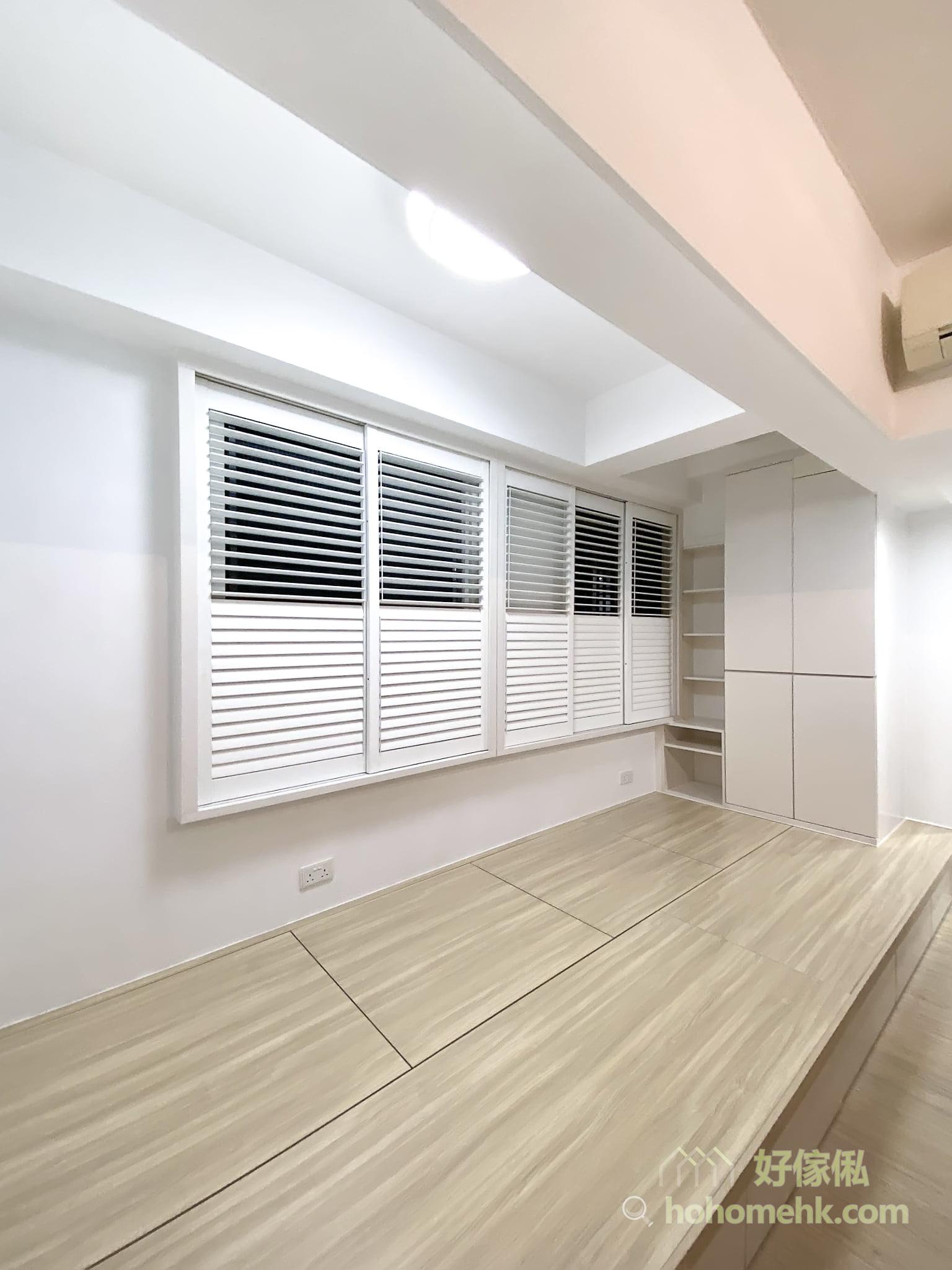 木百葉窗簾分開上下兩段式調節,可透過百葉窗簾的角度自由控制有多少陽光照射到屋內,不會太過刺眼也不會太陰暗,同時兼顧隱私