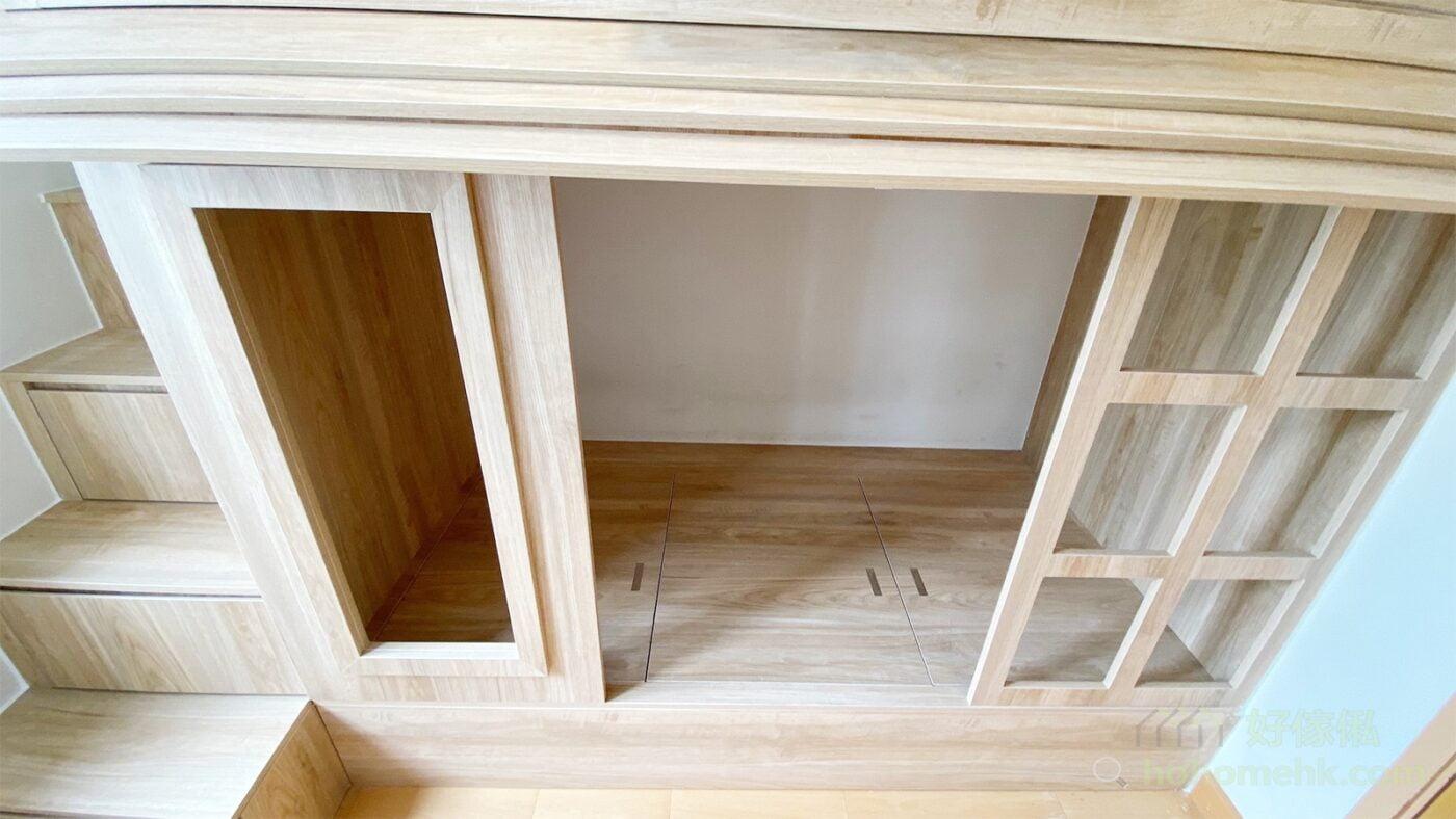 配合層高要打造一張屋仔床,可考慮將下格床的床架調低,以較薄的地台作為床架,就能爭取到更多的活動高度給上下格床使用