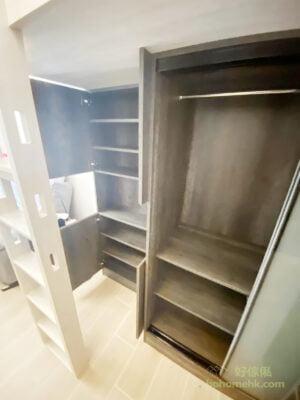 爬梯位於閣樓與客廳的交界,簡約設計的垂直爬梯不會阻擋視線和採光,亦能成為兩個空間之間的一道「軟間隔」,讓空間的規劃井然有序