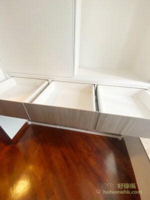 櫃桶最常用作收納內衣褲、襪子、毛巾、T-shirt等常用又比較細件的衣物,因為一般櫃桶的高度不會太高,收納零碎的衣物比較好用