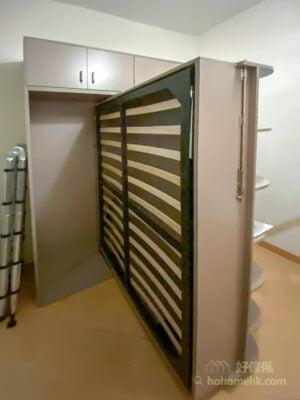 變形書架床, 表面看到的是一個書櫃,180度旋轉之後就變成一張下翻式的變形床