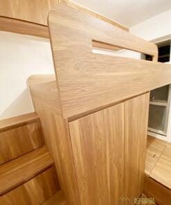 巧妙的床架設計,把握結構上的每一吋空間,增添樓梯櫃及床底收納,讓你看不見的位置全變成收納空間,讓所有東西都有適合的位置存放