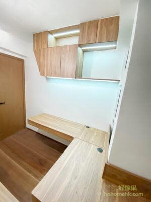在睡房吊櫃的開放式格層裝上LED燈帶,可以讓擺放在那的裝飾品提升檔次,也營造了通透而華麗的氣氛