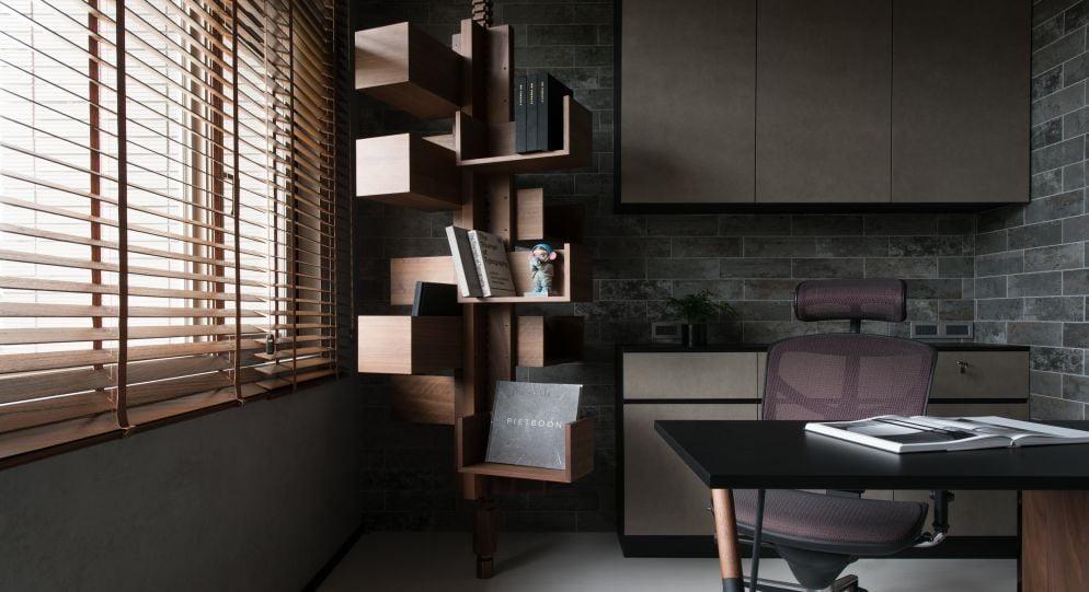 書櫃的櫃身加入斜切角度、玻璃櫃門設計,都可讓牆面增添設計感