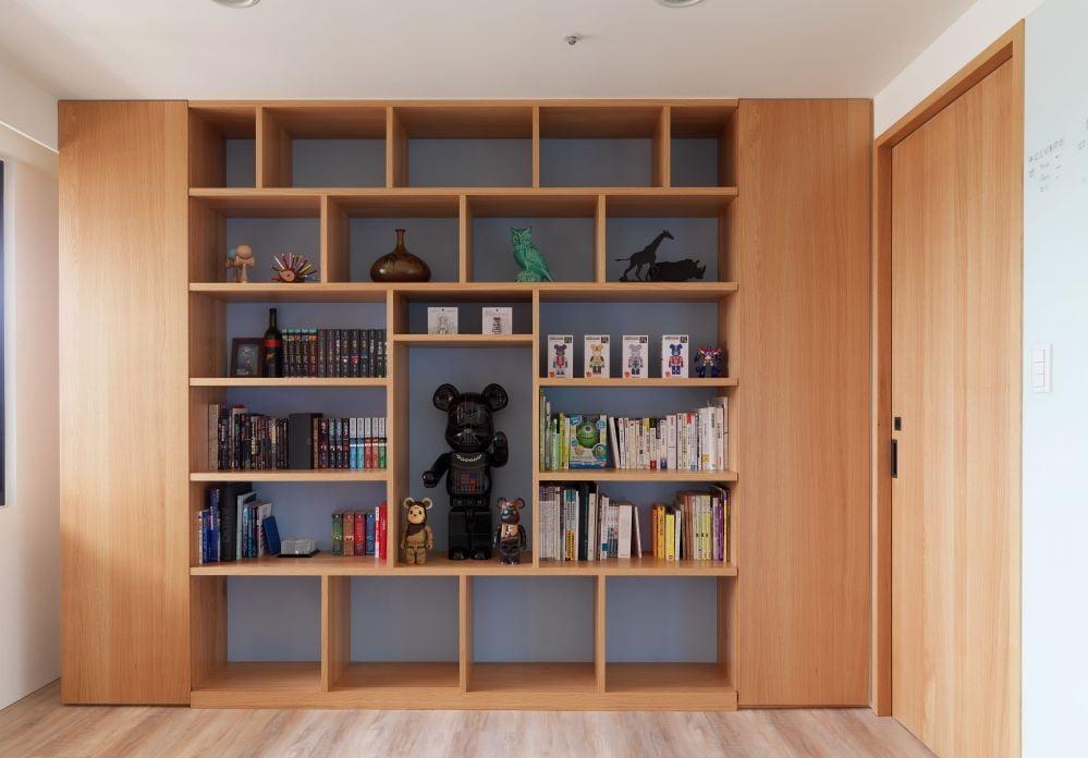 書架不要造得太闊,或者要在中間加份板材做支撐,避免層板彎曲
