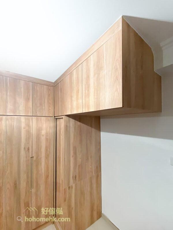 衣櫃以趟門及掩門配搭使用,也是打造最好用、最就手及最方便衣櫃的重要元素