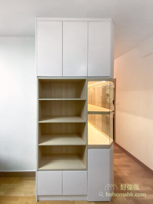 開放式的書櫃設計讓小朋友輕鬆拿到自己想看的圖書,變成小朋友的閱讀小天地,而且可以鼓勵小朋友自己收拾看完的圖書,培養良好的習慣