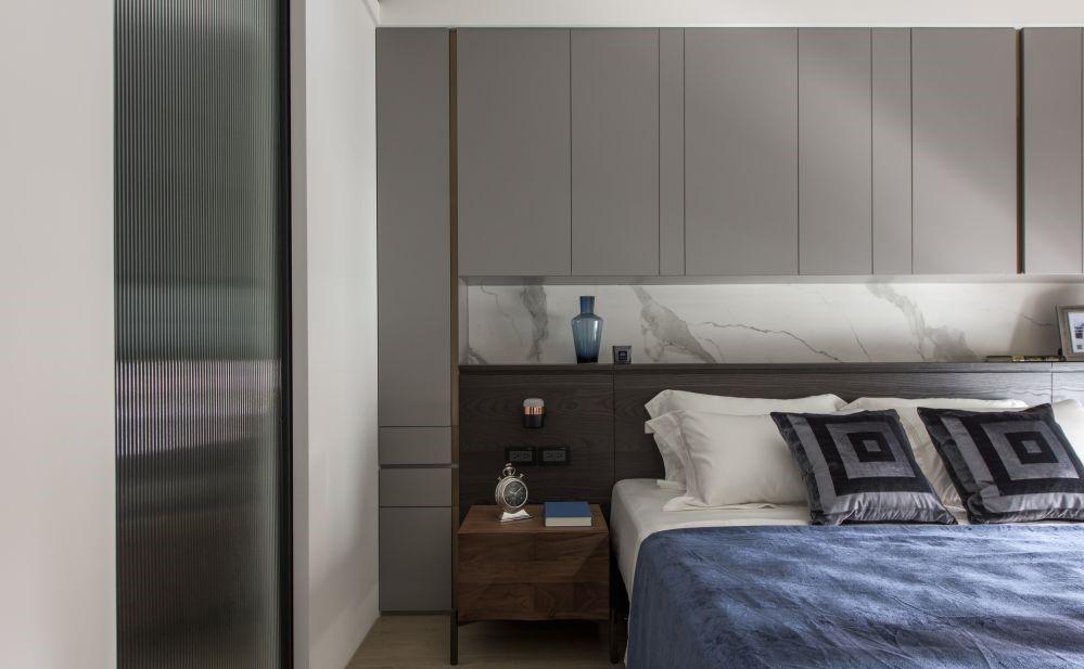 灰色給人一種沉穩、靜謐的感覺,更能打造一種神秘感,給予屋主一種舒適的體驗,讓人能夠除去浮躁。灰色用於現代冷淡風和工業風的效果也非常不錯