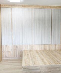 善用木材的豎紋延伸視覺的空間,例如修長的衣櫃門加上豎紋的組合,就可以拉高空間,減少壓迫感
