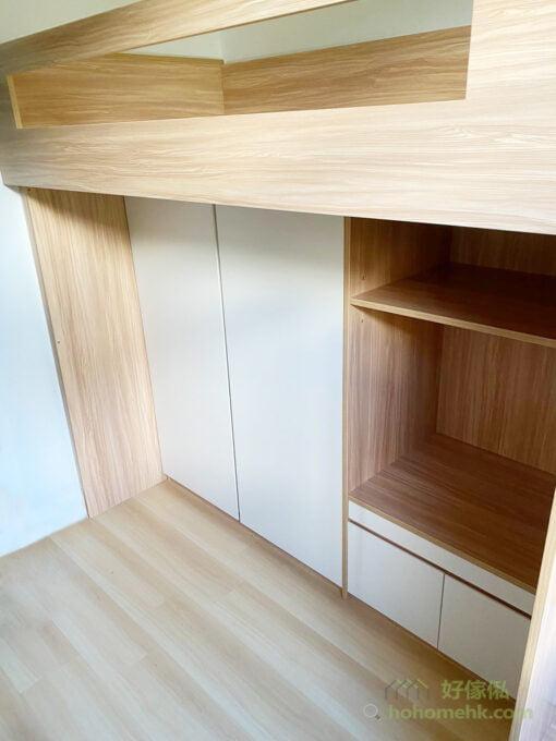 一整排的儲物櫃深度一致,視覺上會有整齊的效果,而且儲物量不少,L形的白色櫃門也令房間更加光猛、耐看