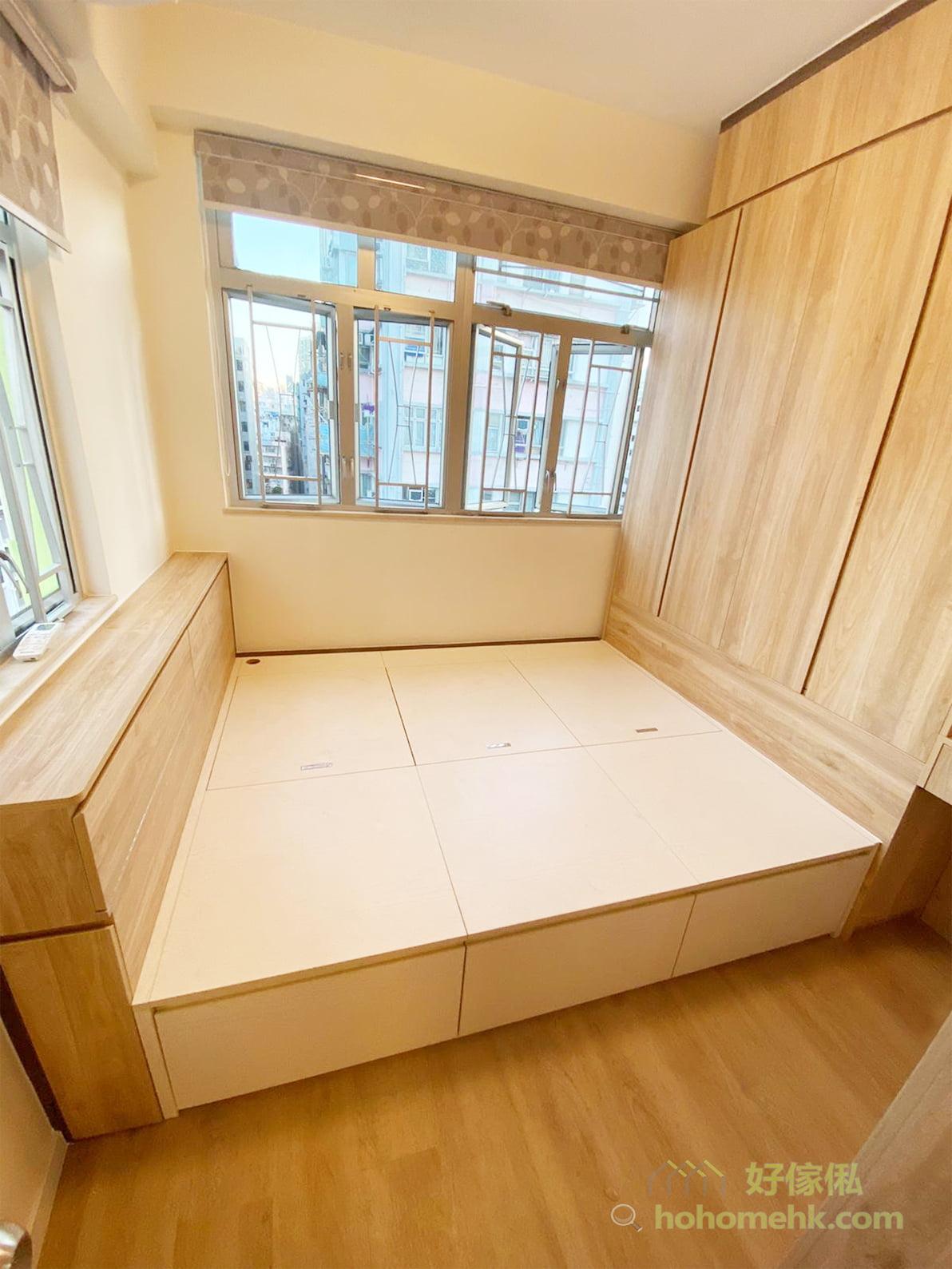 床頭櫃的隱藏式收納就能減輕空間的累贅感,讓你可以神不知鬼不覺地把小型的日用品收起來,而不會讓人覺得多了一個明顯的儲物櫃
