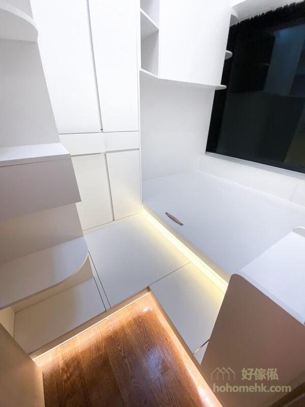 兩段式地台設計,可以作為地台床高度的緩衝,上落更方便自在,也能創造非常龐大的儲物量