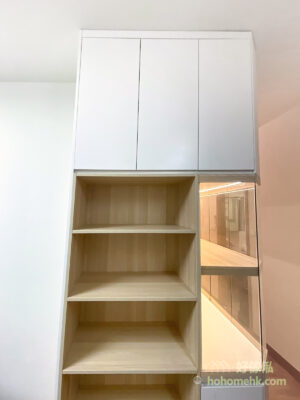 玄關櫃配合牆身和天花板的顏色,選用大範圍的白色,視覺空間更多寬敞之餘,亦令整體風格更一致、完整